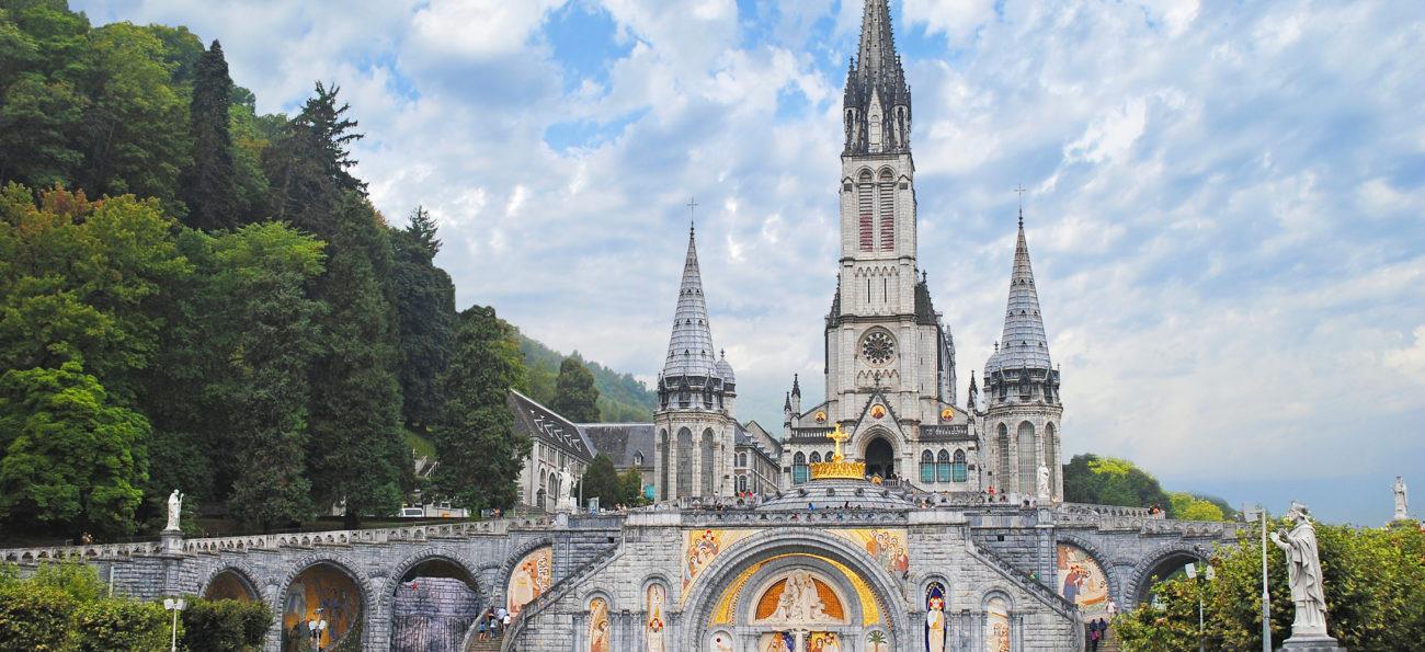 Peregrinação ao Santuário de Lourdes na França, uma viagem inesquecível. Embarque em Porto Alegre.