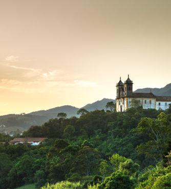 A cidade de Ouro Preto em Minas Gerais, reserva muita história do período colonial do Brasil. Embarque em nosso grupo com destino às Cidades Históricas de Minas.