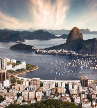 A Cidade Maravilhosa do Rio de Janeiro te aguarda. Lugares como o Pão-de-Açúcar, Corcovado, Bairro da Lapa.