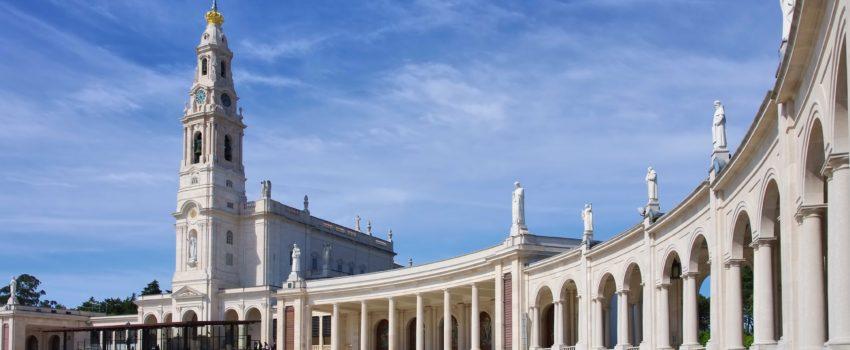 O Santuário de Nossa Senhora de Fátima em Portugal. Visite este santuário em nossa peregrinação com destino aos Santuários Marianos da Europa.